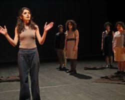 Chambéry : le théâtre pour témoigner  : par le journaliste Jacques LELEU