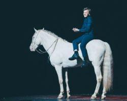 Spectacles ( Théâtre et cirque ) à Annecy et Chambéry : Les chevaux entrent en scène<p class='ctp-wud-title' style= 'font-family:inherit; font-size: 12px; line-height: 13px; margin: 0px; margin-top: 4px;'><span class='wudicon wudicon-category' style='font-size: 12px;'>  </span><a href=