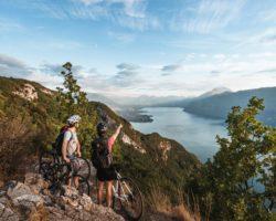 Les lacs alpins très recherchés pour les vacances en Savoie et Haute-Savoie